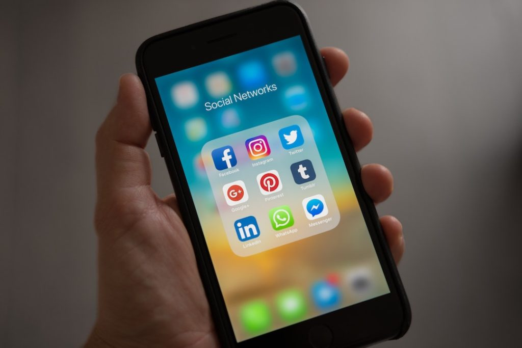 how-to-build-immediate-trust-with-social-media-1